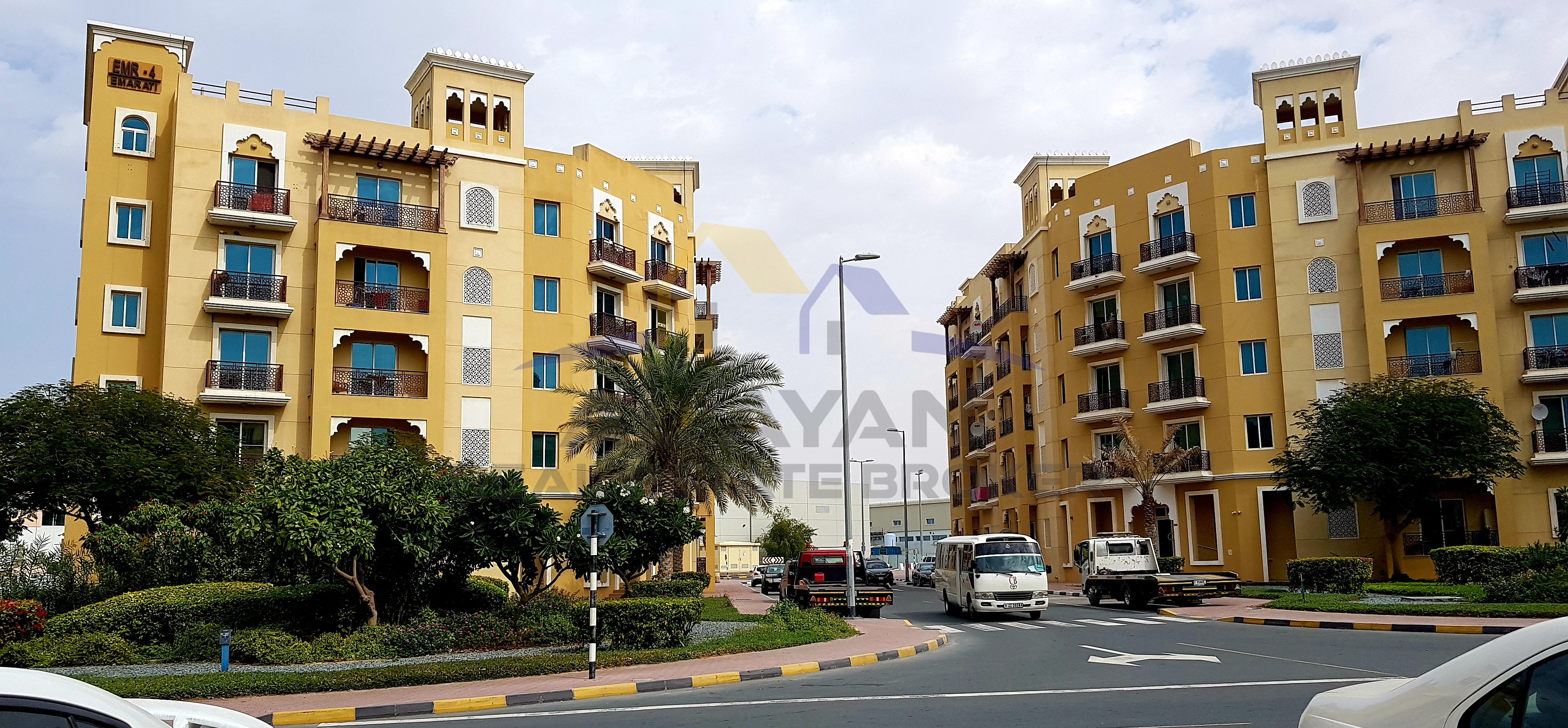 FOR RENT: 1 BHK l BALCONY l EMIRATES CLUSTER l 25,000/-